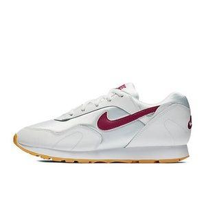 NIB Ladies Nike Outburst Athletic Shoes 8M NEW